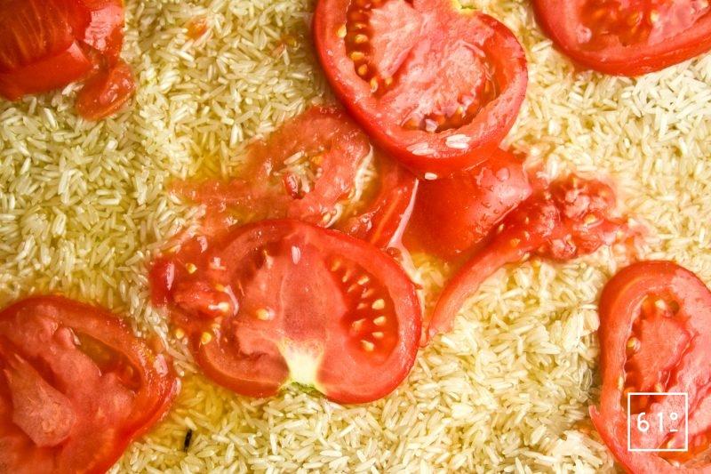 Déposer les tranches de tomates