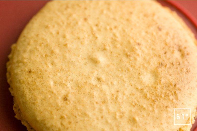 Détail de coque de macaron cacahuète