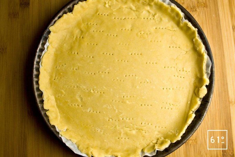 étaler et piquer la pâte