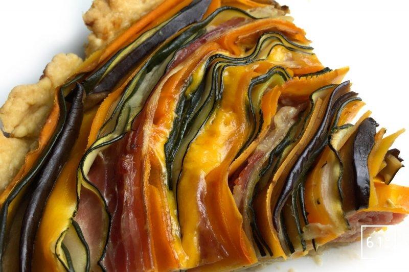 Part de tarte de légumes enroulés