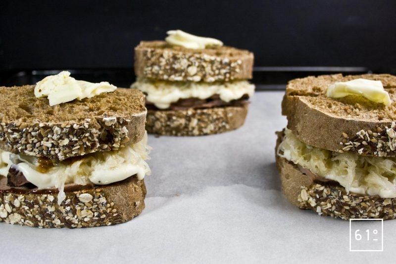 Sandwichs sur un plateaux pour aller au four