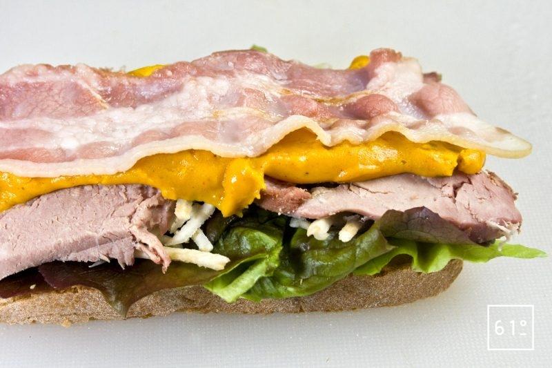 Ajouter la chips de poitrine au sandwich