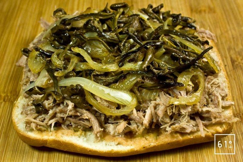 Déposer les champignons et oignons cuits