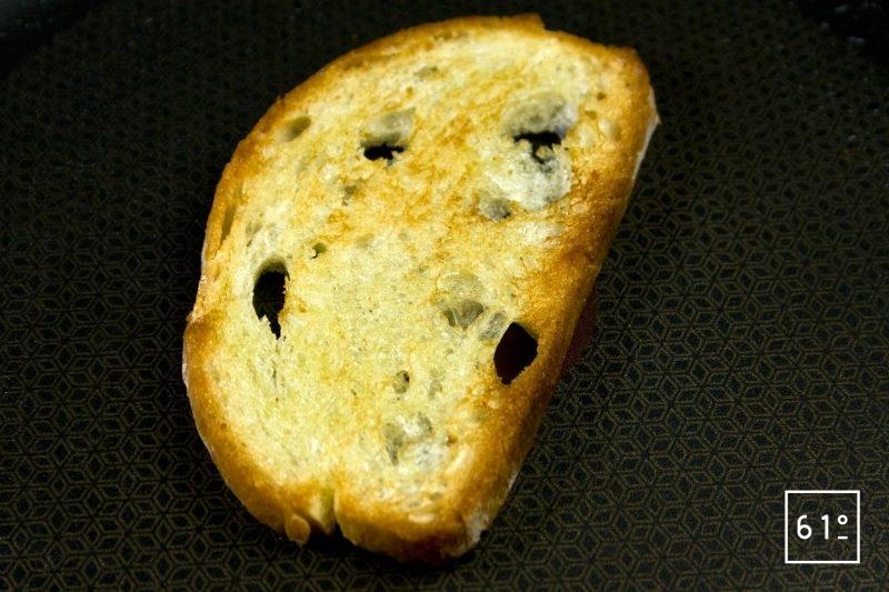 Griller le pain