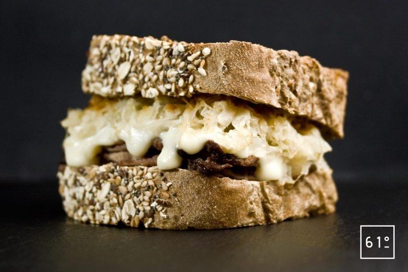 Sandwich Reuben à la langue de bœuf
