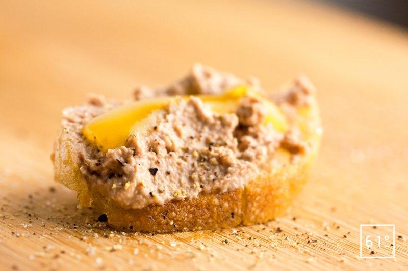 Amuse bouche de pâté de foie de volaille