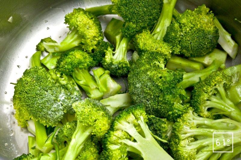 Brocolis saupoudrés de bicarbonate de sodium