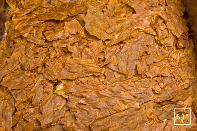 Détacher du papier sulfurisé la soupe déshydratée