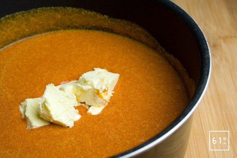 Ajouter le beurre à la soupe mixée