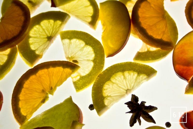 Découper les fruits en morceaux pour une meilleure macération