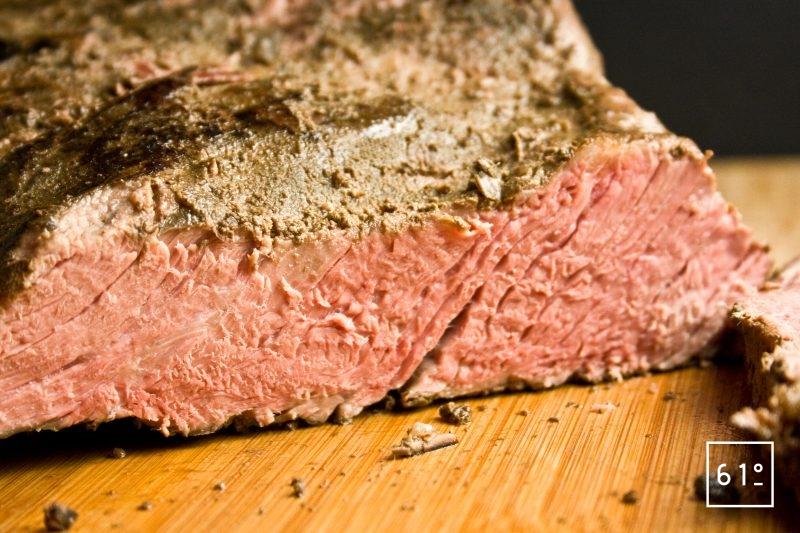 Faux filet de bœuf cuit sous vide à basse température pendant 48 h