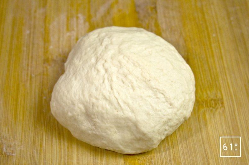 Laisser reposer la pâte à pita