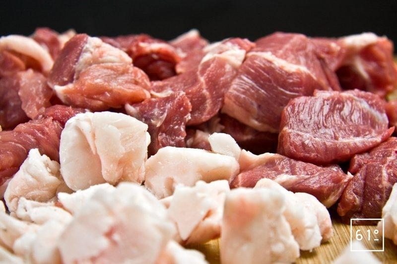 Morceaux de viande et de gras de 2,5 cm