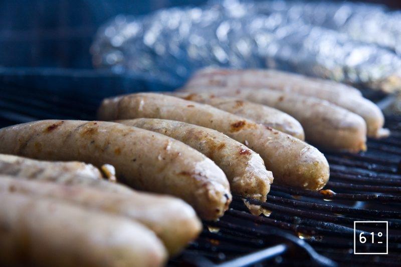 Cuire les saucisses au BBQ, au chalumeau, à la poêle...
