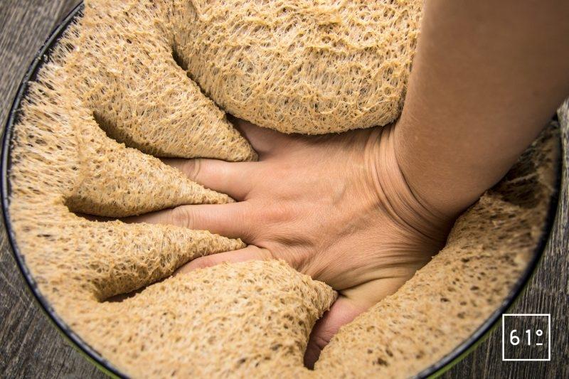 Dégazer la pâte à pain de mie