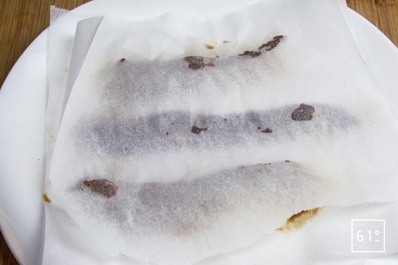 Recouvrir la viande avec un papier sulfurisé