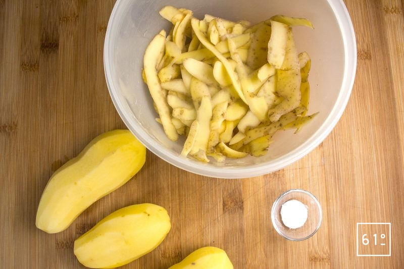 Éplucher les pommes de terre