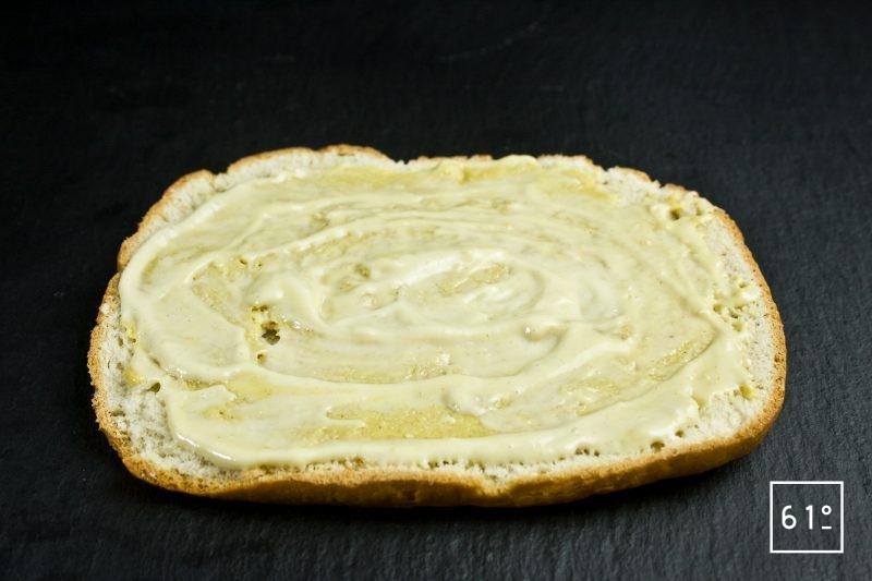 Ajouter la mayonnaise sur la moutarde de Dijon