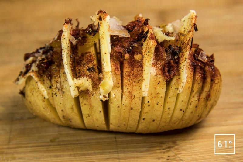 Ajouter les épices à la pomme de terre