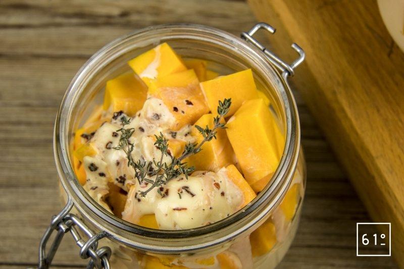 Gratin de potimarron - Ajouter le mélange de crème sur les cubes de potimarron