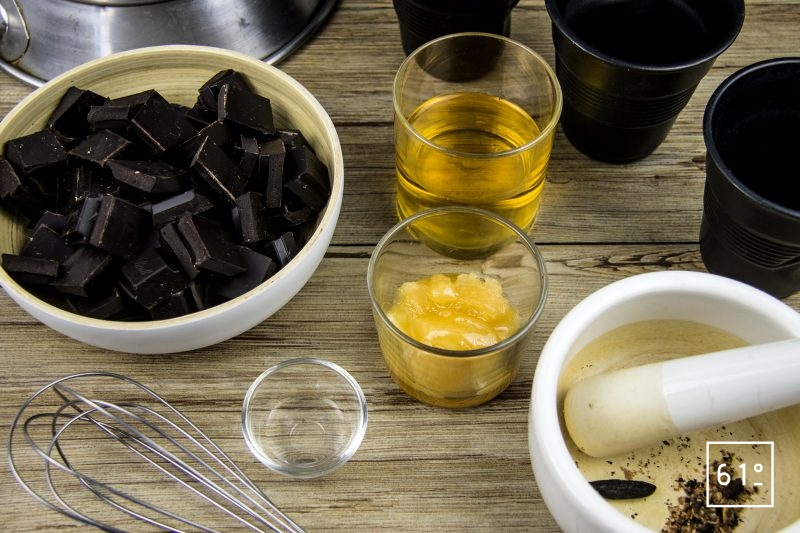 Mousse de chocolat à la fève tonka-Casser le chocolat