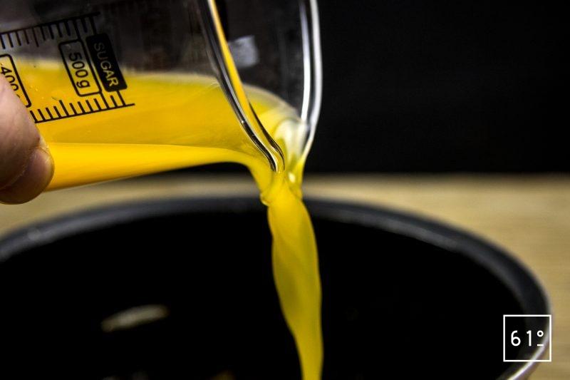 Canard à l'orange avec sa sauce émulsifiée au siphon -ajouter le jus d'orange et le reste des ingrédients