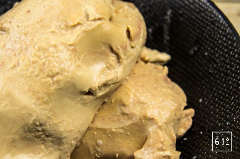 Foie gras mi-cuit au coteaux du Layon et whisky - dénerver et faire tremper