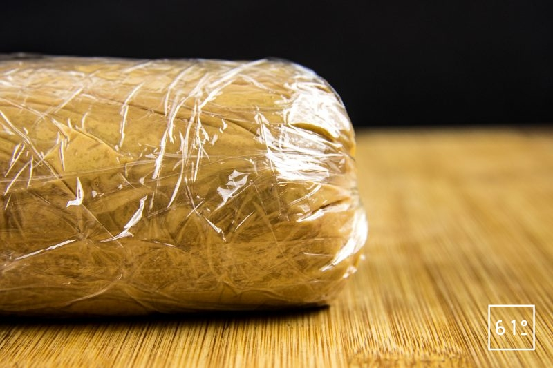 Foie gras mi-cuit au coteaux du Layon et whisky - attacher le cellophane