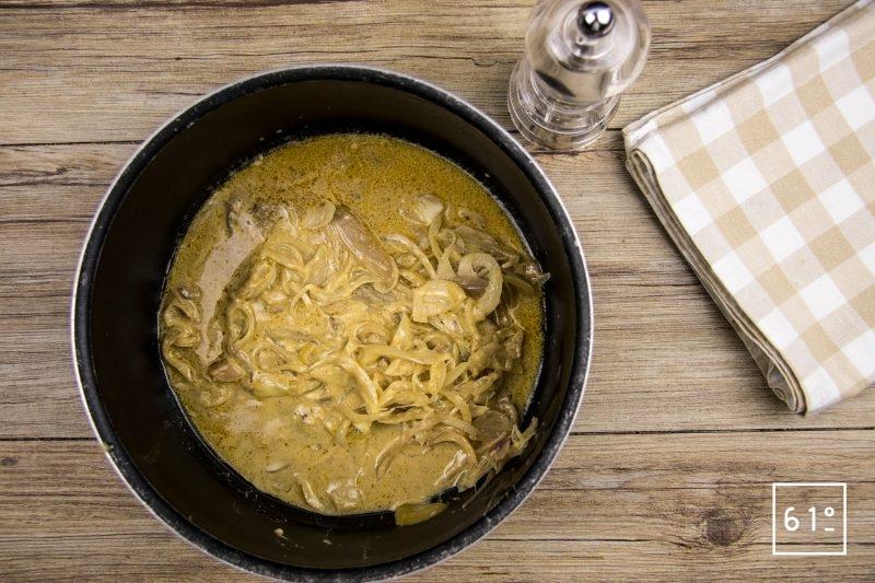 Lapin à la moutarde et au foie gras - séparer le lapin et la sauce