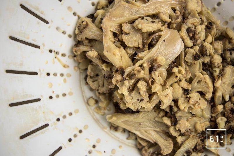 Noix de saint jacques dans sa sauce au chou fleur - filtrer le lait et le chou cuit