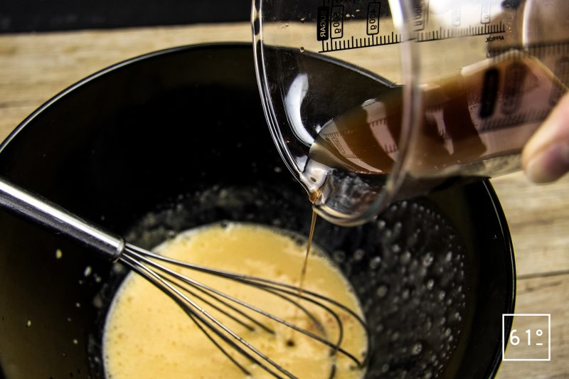 Tartare de bœuf et sa glace à l'échalote - ajouter la réduction à l'échalote
