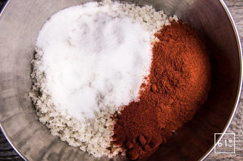 Coppa au paprika - mélanger le sel, le sucre et le paprika