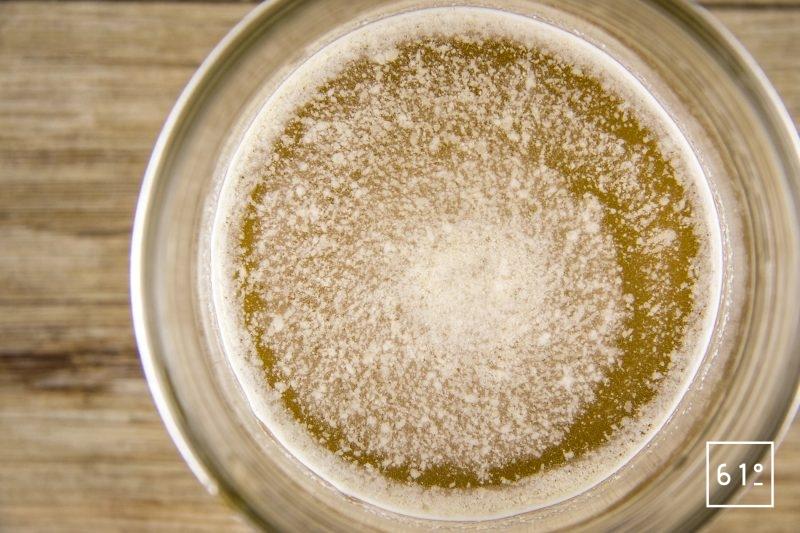 Foie de lotte Ankimo - préparer la saumure à base de vin de shaoxing, de sel, de sucre et d'eau