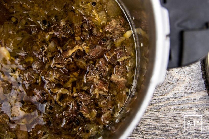 Bouillon de jambon gélifié préparé sous pression - cuire sous pression le bouillon