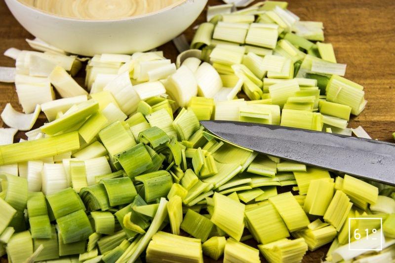 Crème de poireaux - couper en morceaux les poireaux