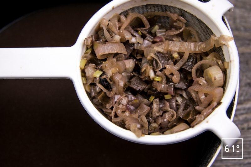 Foie de veau à basse température 62 °C - filtrer la sauce
