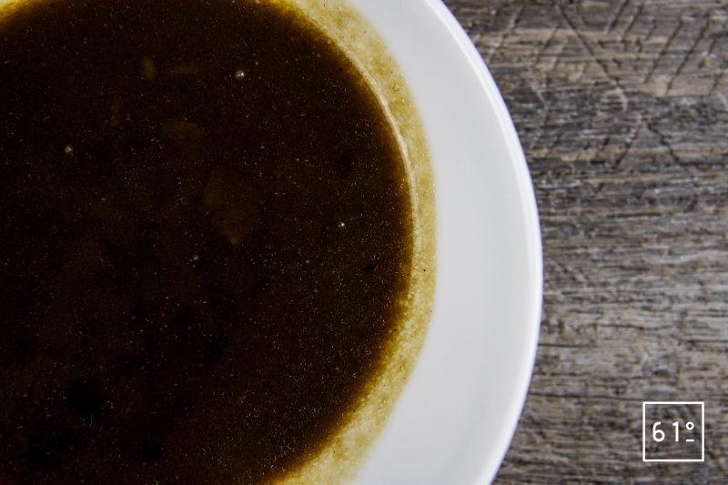 Rôti à l'ail noir à basse température - faire réduire la sauce