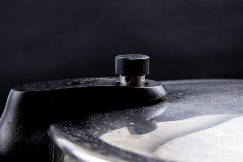Soupe amère pour ramen - cuire sous pression le bouillon