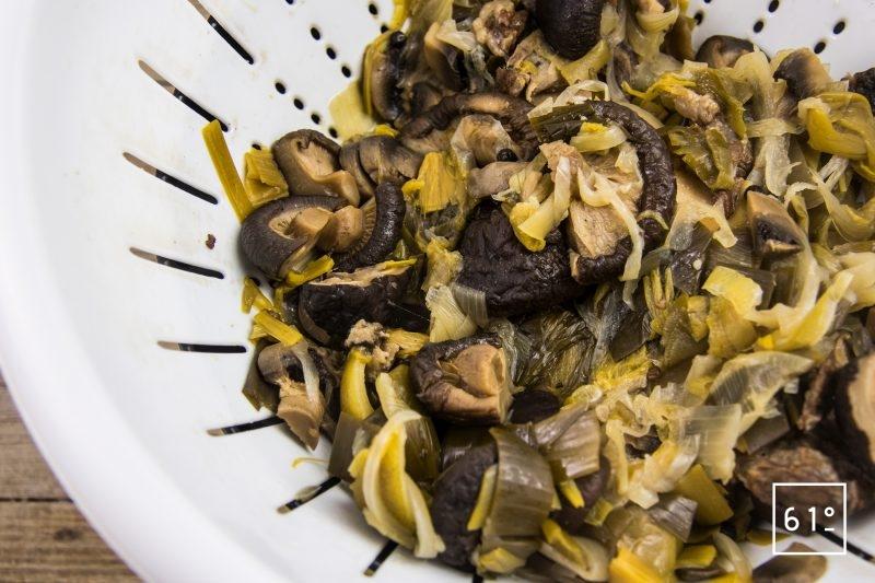 Soupe amère pour ramen - filtrer le bouillon