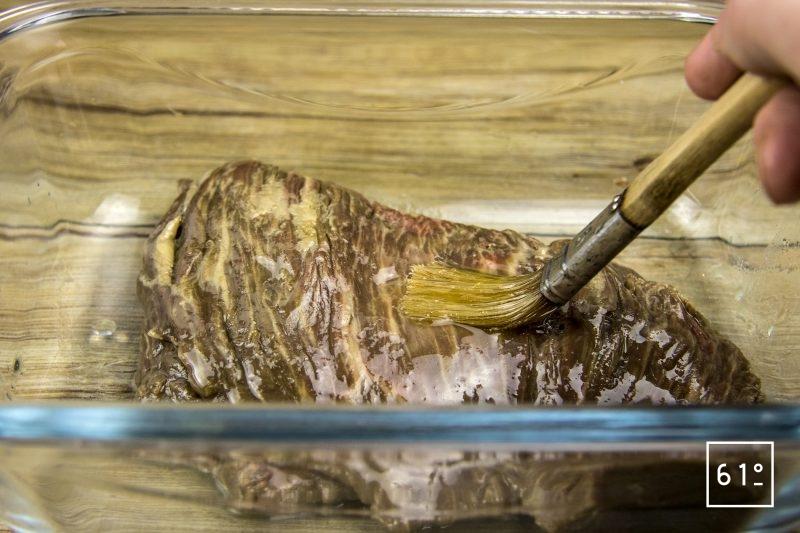 Hampe cuite à basse température sous vide - badigeonner avec de l'huile neutre