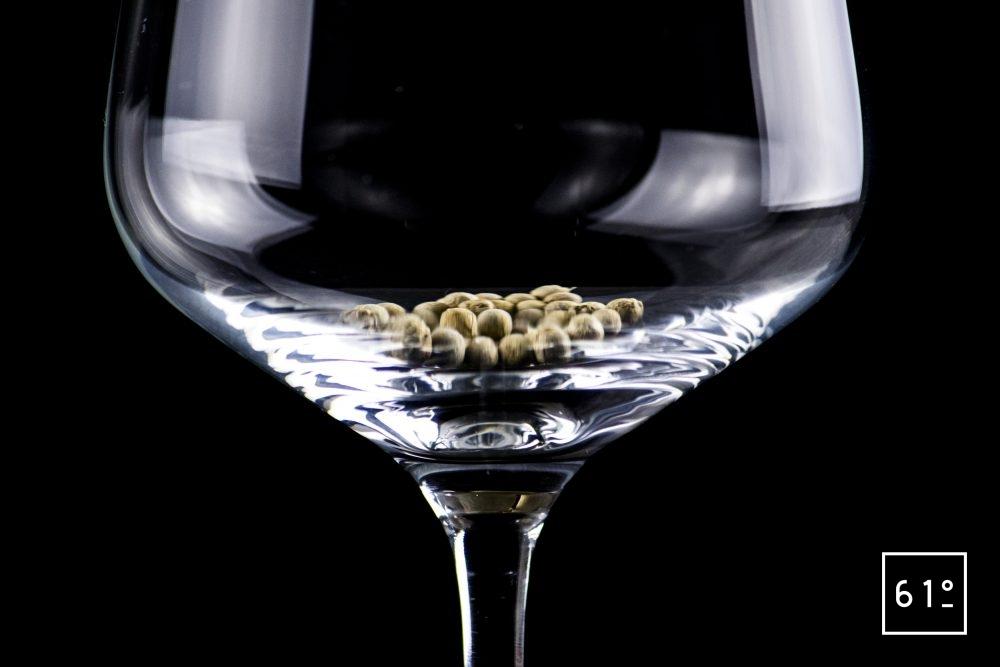 Comment goûter le poivre - sentir les grains entiers