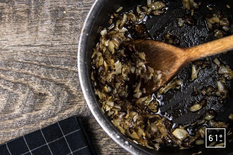 Cromesquis de porc et bisque de crustacés - cuire les oignons