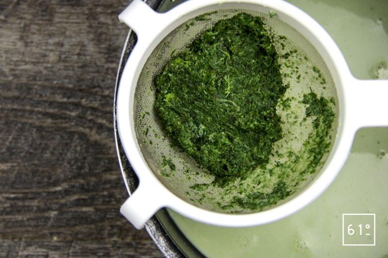 Merlan basse température et son émulsion aux herbes - filtrer l'infusion