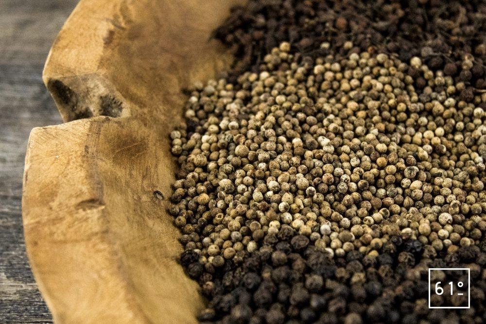 Les poivres du monde - Différents poivres du monde (Voatsiperifery, Nam Bô...)