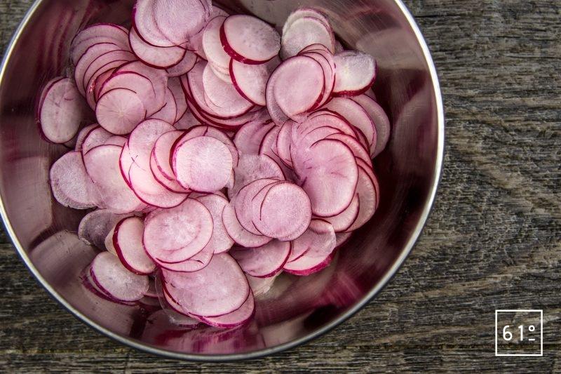 pickles de radis à l'aneth - découper les radis