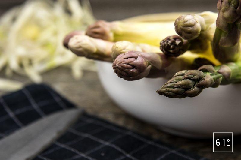 Asperges blanches cuites sous vide - éplucher et couper à 20 cm les asperges