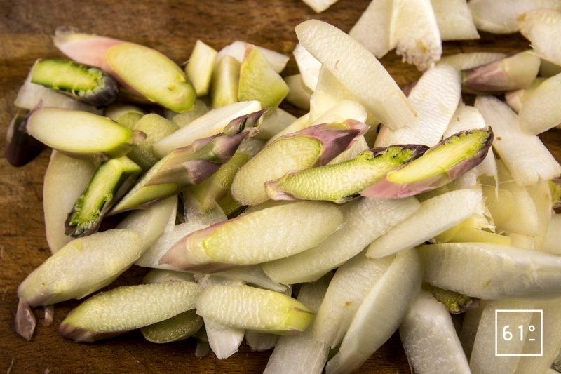 Pickles d'asperge au pimenton de Vera - paprika fumé d'Espagne - couper les asperges blanchies en sifflet