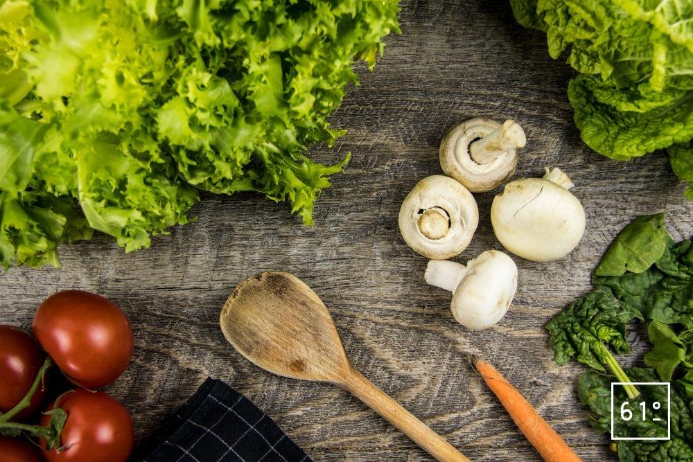 Calendrier des ingrédients de saison : légumes, fruits, herbes sauvages, plantes sauvages, aromates, épices
