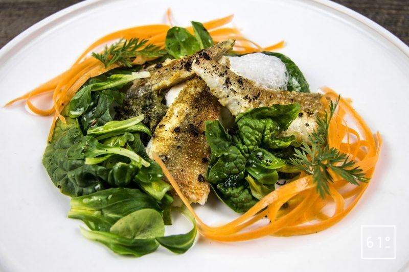Grondin rouge aux épinards, à la mâche, aux tagliatelles de carotte et au nuage de parmesan