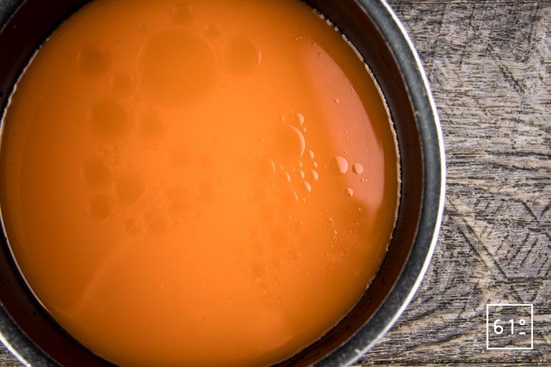 Œuf mollet avec sa sauce au chorizo et jus de carotte - réduire la sauce de Savagnin, jus de carotte et huile de sésame de moitié
